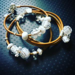 COLLECTION GRAPHIC BLANC BRACELET CUIR (4)