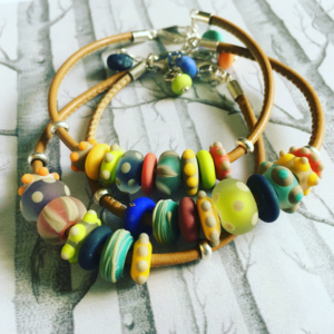 COLLECTION GRAPHIC MULTICOLORE BRACELETS